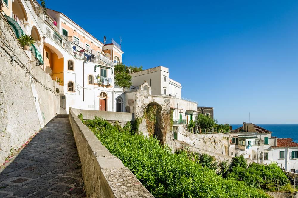 https://uwalk.ie/wp-content/uploads/2019/01/Amalfi-Coast-Walking-Tour-3.jpg