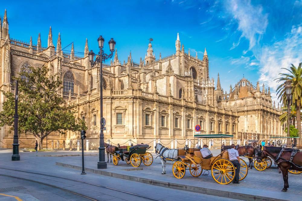 https://uwalk.ie/wp-content/uploads/2019/01/Andalucia-Walking-Tour-Sevilla.jpg