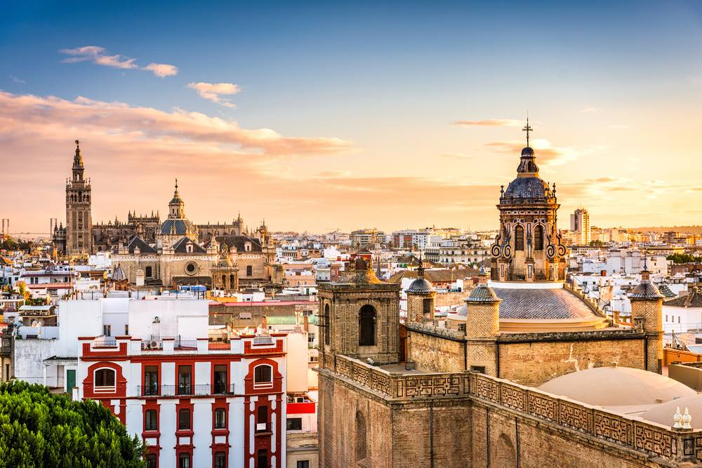 https://uwalk.ie/wp-content/uploads/2019/01/Andalucia-Walking-Tour-Seville.jpg