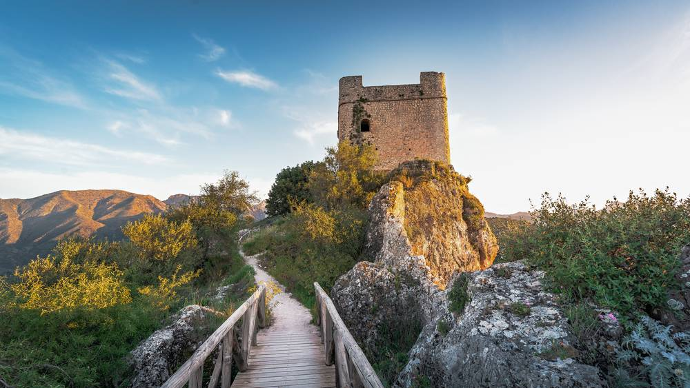 https://uwalk.ie/wp-content/uploads/2019/01/Andalucia-Walking-Tour-Zahara-de-la-Sierra-Castle-Tower.jpg