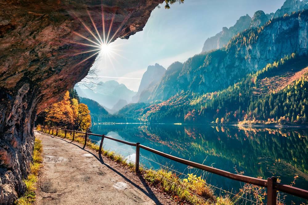https://uwalk.ie/wp-content/uploads/2019/01/Austria-Ten-Lakes-Trekking-Tour-Gosausee.jpg