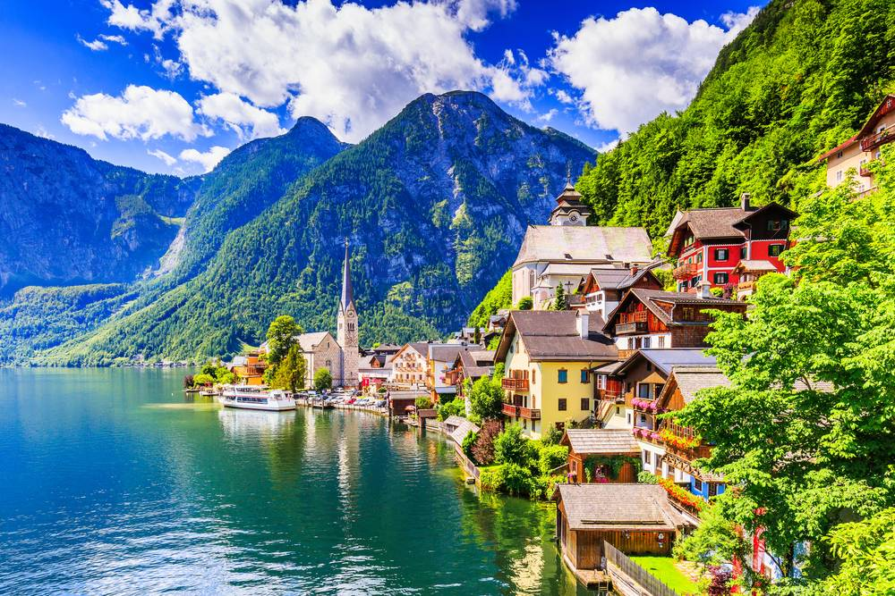 https://uwalk.ie/wp-content/uploads/2019/01/Austria-Ten-Lakes-Trekking-Tour-Hallstatt.jpg