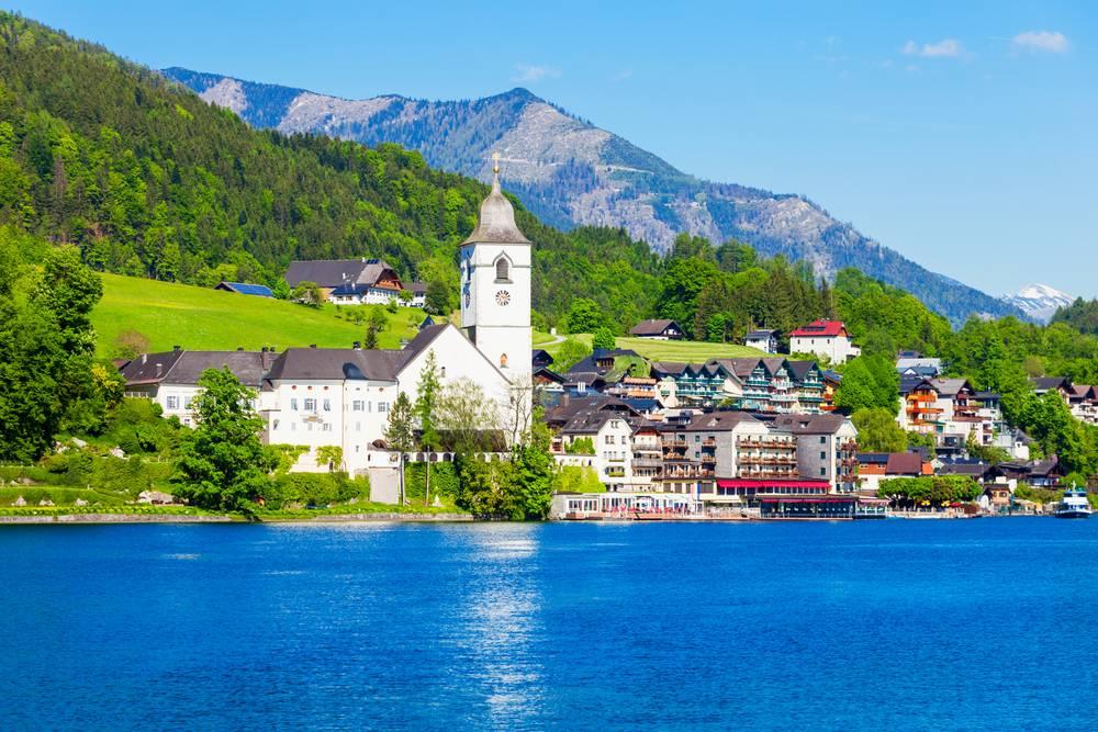 https://uwalk.ie/wp-content/uploads/2019/01/Austria-Ten-Lakes-Trekking-Tour-St.-Wolfgang.jpg