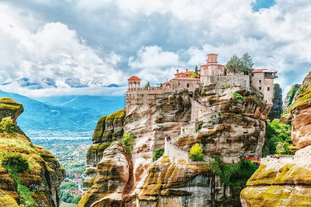 https://uwalk.ie/wp-content/uploads/2019/01/Greece-Walking-Tour-Monastery-Meteora.jpg