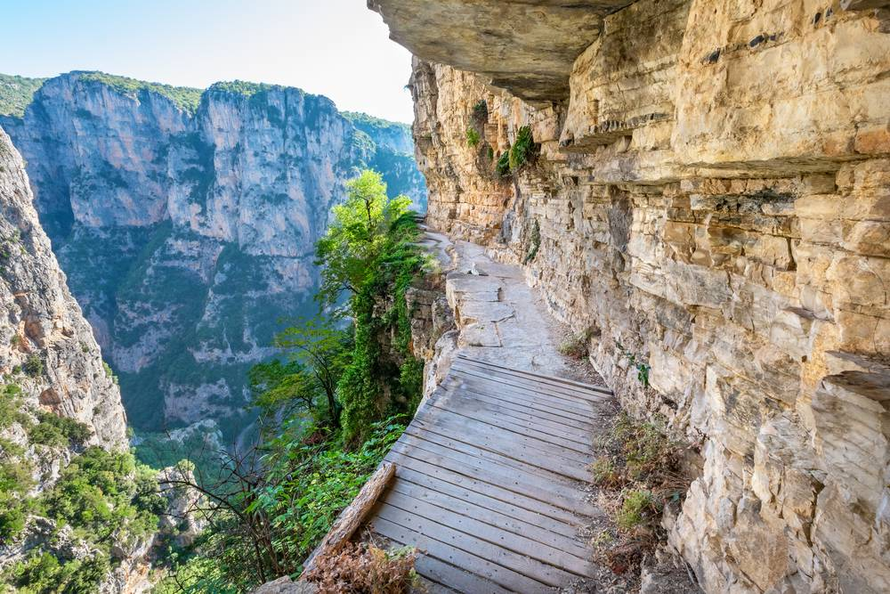https://uwalk.ie/wp-content/uploads/2019/01/Greece-Walking-Tour-Vikos-Gorge.jpg