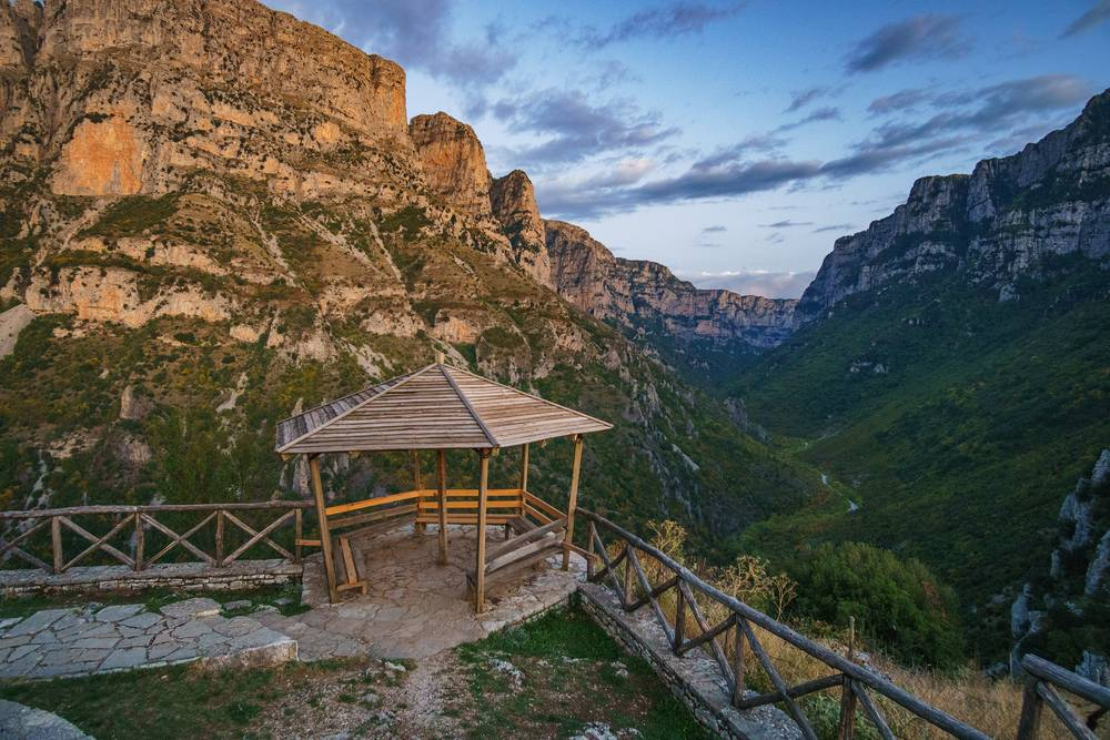 https://uwalk.ie/wp-content/uploads/2019/01/Greece-Walking-Tour-Vikos-gorge-viewpoint.jpg