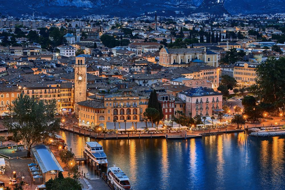 https://uwalk.ie/wp-content/uploads/2019/01/Lake-Garda-Venice-Walking-Tour-3.jpg