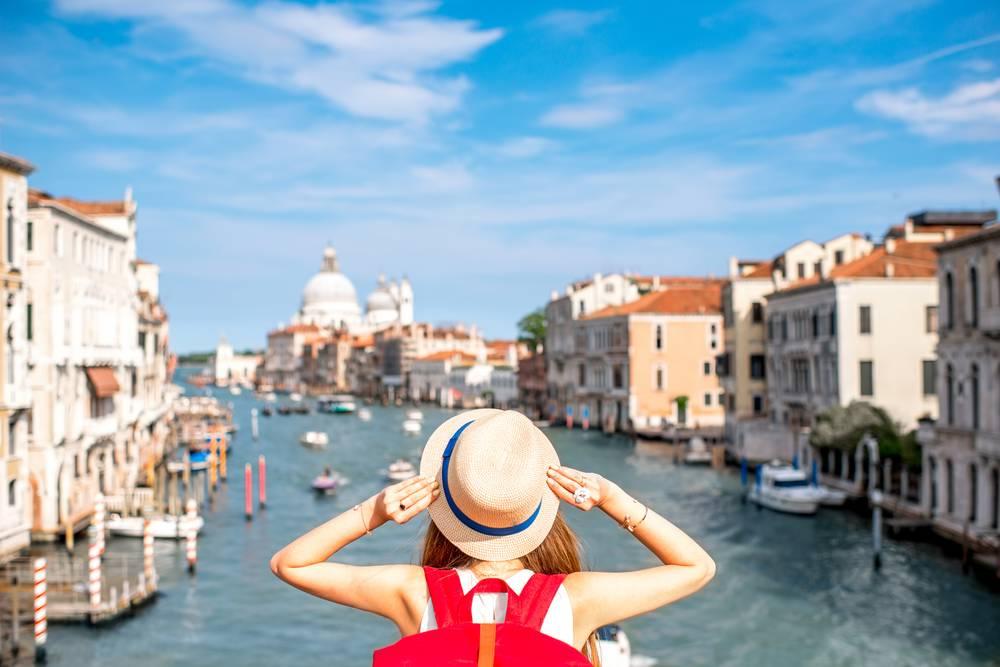 https://uwalk.ie/wp-content/uploads/2019/01/Lake-Garda-Venice-Walking-Tour-6.jpg