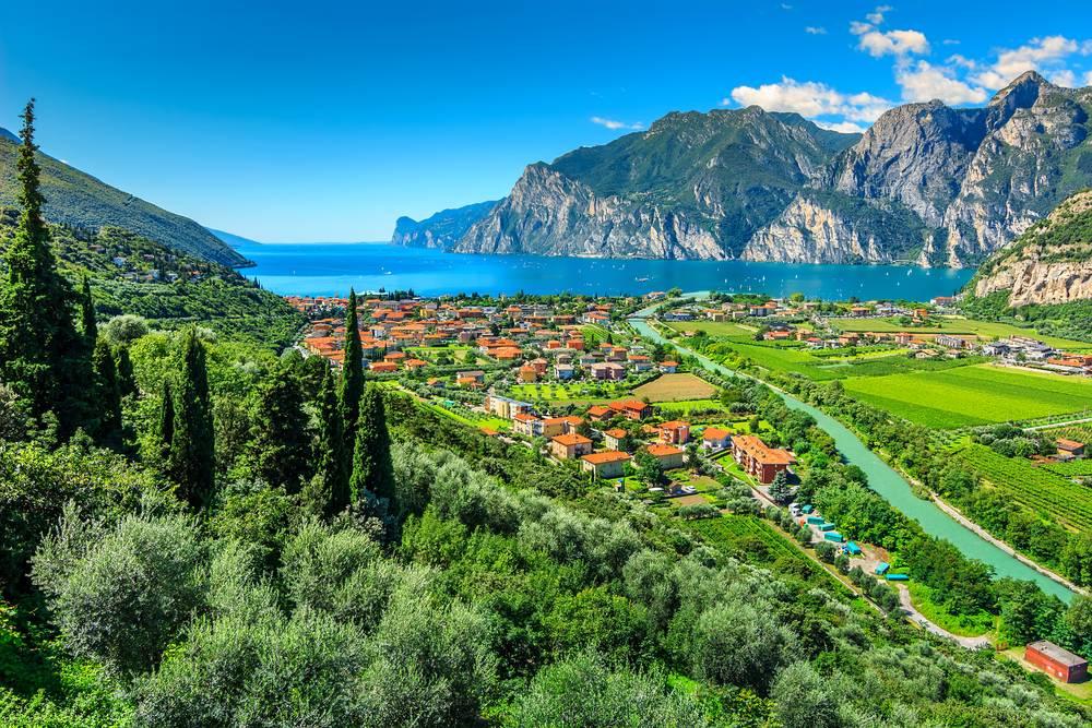 https://uwalk.ie/wp-content/uploads/2019/01/Lake-Garda-Venice-Walking-Tour-8.jpg