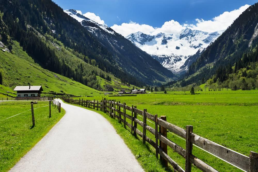 https://uwalk.ie/wp-content/uploads/2019/01/Mayrhofen-Austria-Walking-Tour-3.jpg