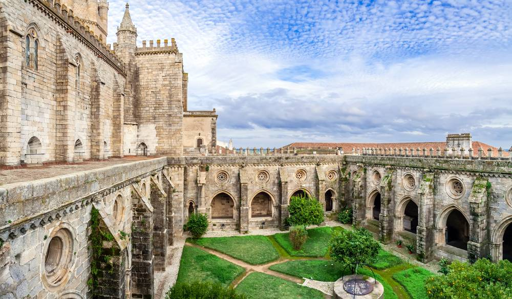 https://uwalk.ie/wp-content/uploads/2019/01/Portugal-Walking-Tour-Paradise-Evora-Cathedral.jpg