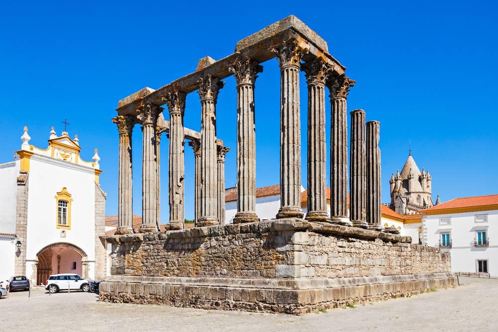 https://uwalk.ie/wp-content/uploads/2019/01/Portugal-Walking-Tour-Paradise-Evora-Temple.jpg