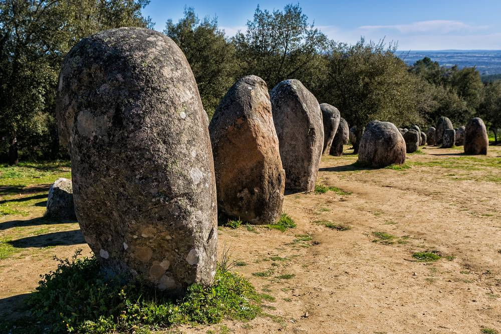 https://uwalk.ie/wp-content/uploads/2019/01/Portugal-Walking-Tour-Paradise-Megalithic-Monuments.jpg