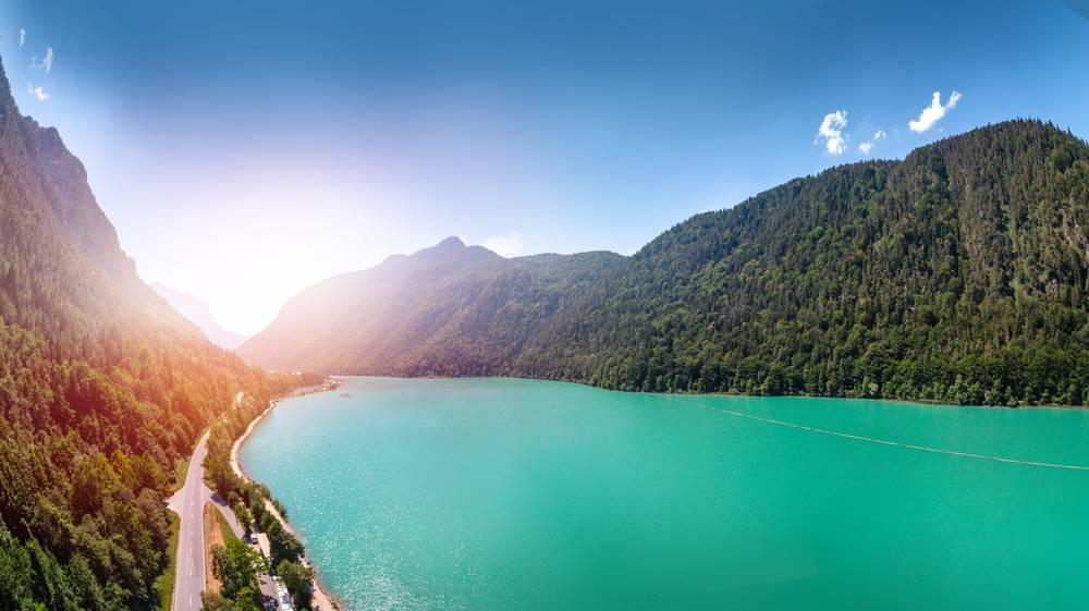 https://uwalk.ie/wp-content/uploads/2019/01/Salzburg-Pilgrim-Trail-Lake-Saalachsee.jpg