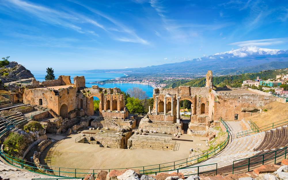 https://uwalk.ie/wp-content/uploads/2019/01/Sicilian-Volcanoes-Walking-Tour-Taormina-Messina.jpg