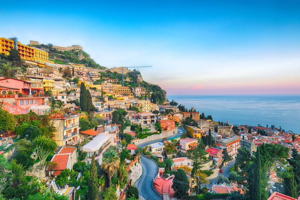 https://uwalk.ie/wp-content/uploads/2019/01/Sicilian-Volcanoes-Walking-Tour-Taormina.jpg
