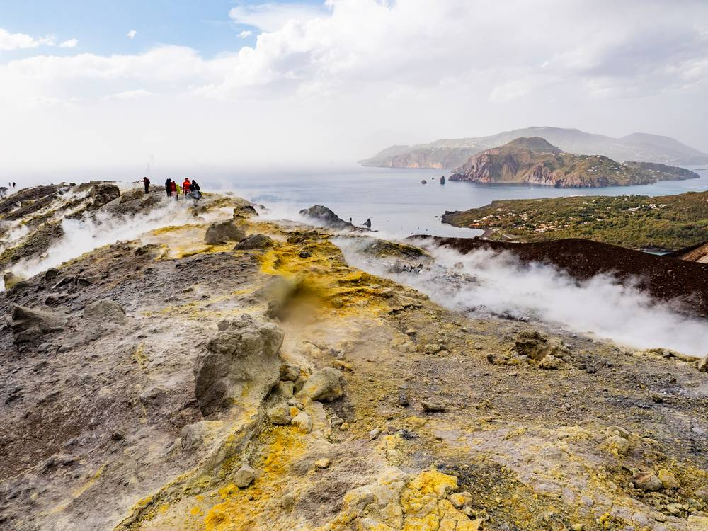 https://uwalk.ie/wp-content/uploads/2019/01/Sicilian-Volcanoes-Walking-Tour-sulphurous-fumaroles-Vulcano.jpg