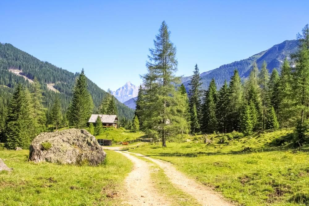 https://uwalk.ie/wp-content/uploads/2019/01/St-Johann-Austria-Walking-Tour-4.jpg