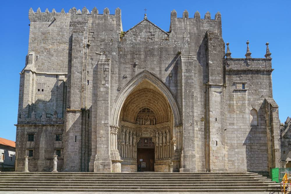 https://uwalk.ie/wp-content/uploads/2019/11/Cathedral-of-Tui-Portuguese-Way-Walking-Tour.jpg