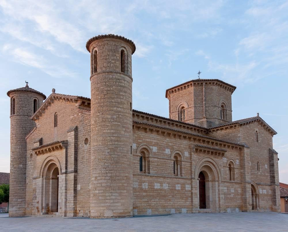 https://uwalk.ie/wp-content/uploads/2019/11/Church-of-San-Martín-de-Tours-Frómista-French-Way-Walking-Tour-Stage-3.jpg