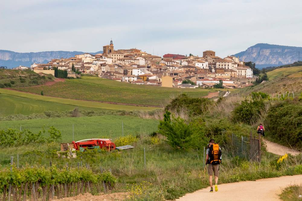 https://uwalk.ie/wp-content/uploads/2019/11/Cirauqui-French-Way-Walking-Tour-Stage-2.jpg