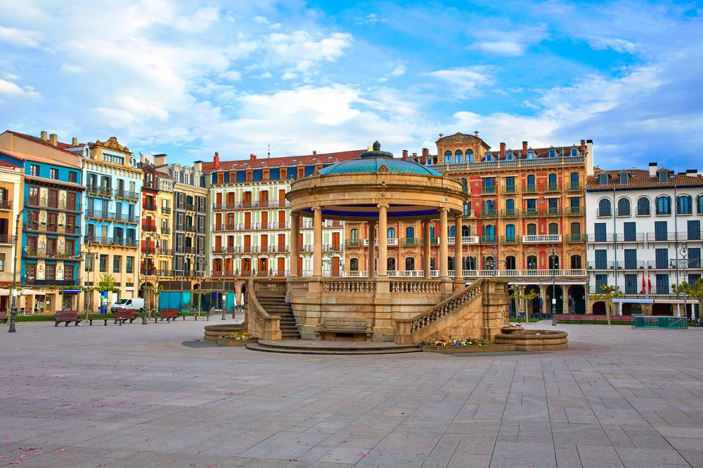 https://uwalk.ie/wp-content/uploads/2019/11/Pamplona-2-French-Way-Walking-Tour-Stage-1.jpg