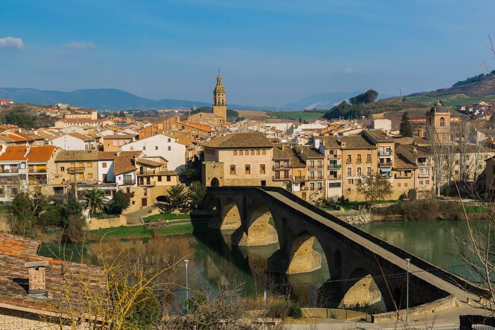 https://uwalk.ie/wp-content/uploads/2019/11/Pamplona-to-Puente-La-Reina-French-Way-Walking-Tour-Stage-1.jpg