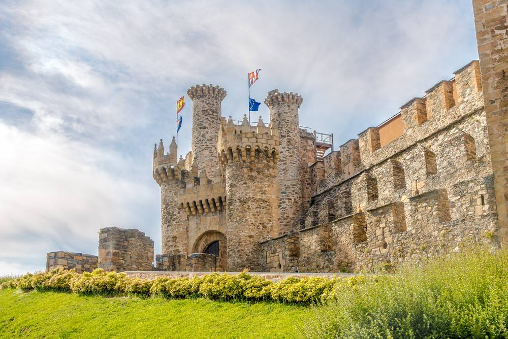 https://uwalk.ie/wp-content/uploads/2019/11/Ponferrada-Templar-Castle-French-Way-Walking-Tour-Stage-5.jpg