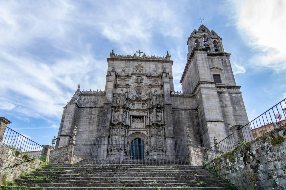https://uwalk.ie/wp-content/uploads/2019/11/Pontevedra-st-Mary-church-Portuguese-Way-Walking-Tour.jpg