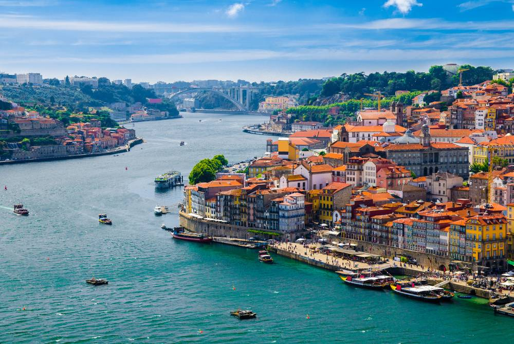 https://uwalk.ie/wp-content/uploads/2019/11/Porto-Portuguese-Way-Walking-Tour.jpg