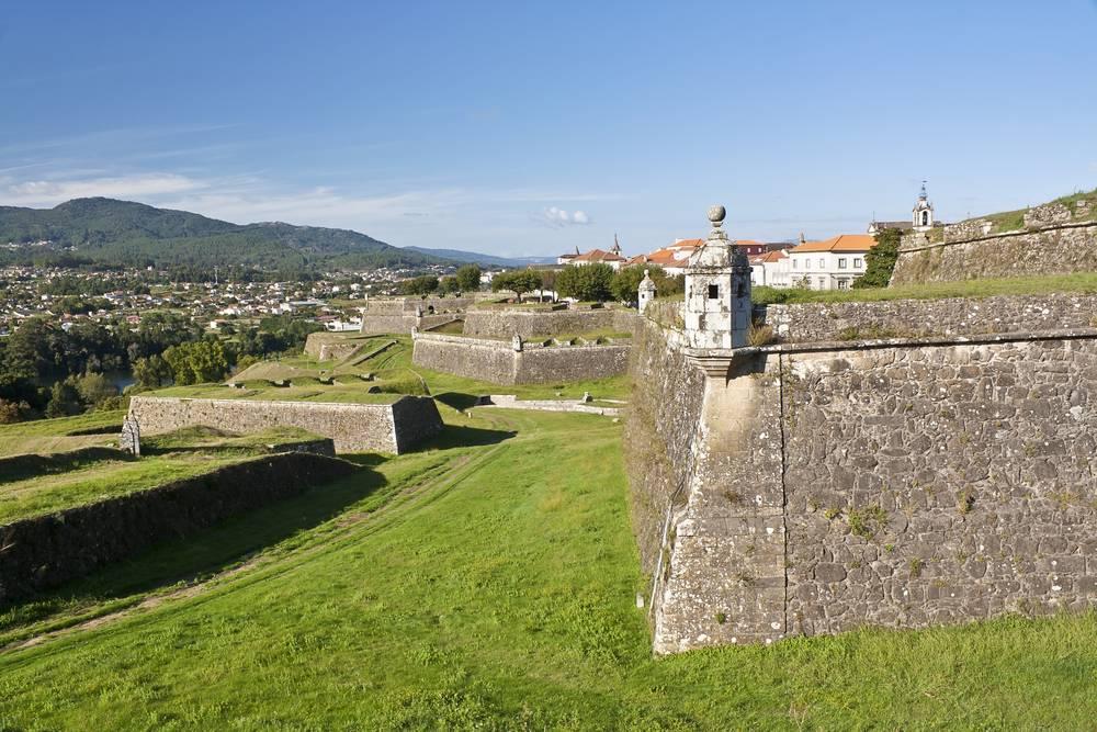 https://uwalk.ie/wp-content/uploads/2019/11/Valenca-do-Minho-Fort-Portuguese-Way-Walking-Tour.jpg