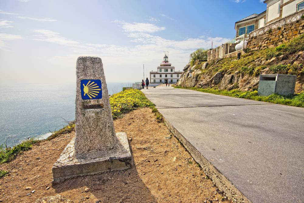 https://uwalk.ie/wp-content/uploads/2019/12/Finisterre-French-Way-Walking-Tour-Final-Stage.jpg