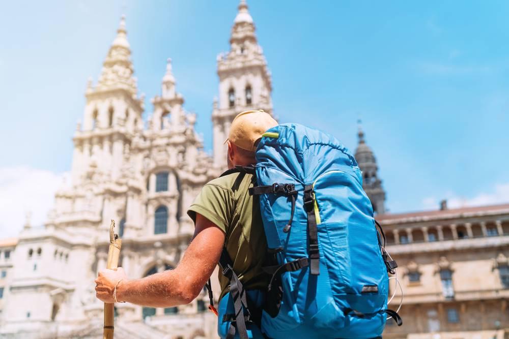 https://uwalk.ie/wp-content/uploads/2019/12/Santiago-de-Compostela-2-French-Way-Walking-Tour-Final-Stage.jpg