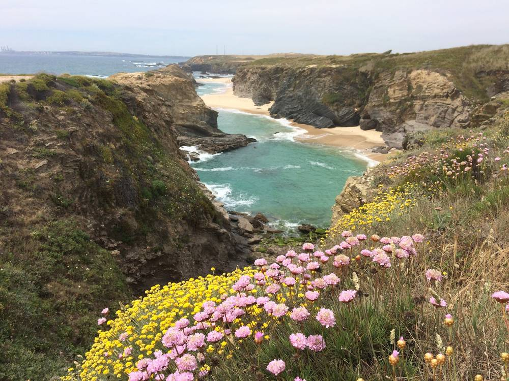 https://uwalk.ie/wp-content/uploads/2020/06/Portugal-Walking-Tour-–-Castle-and-Beaches-3.jpg