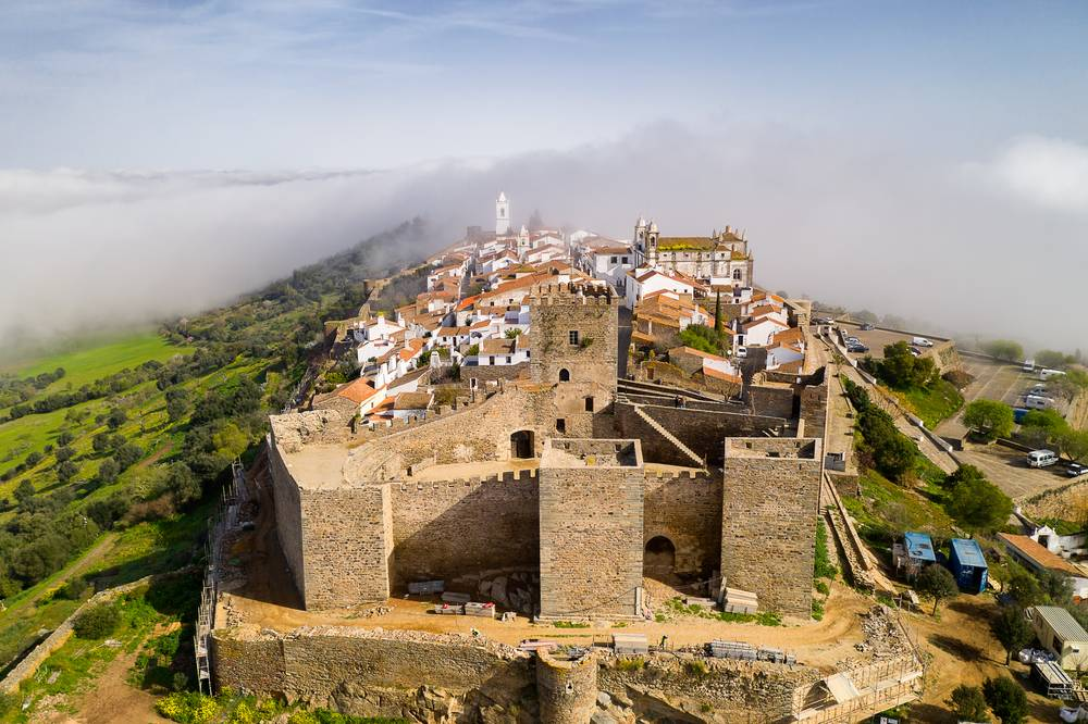 https://uwalk.ie/wp-content/uploads/2020/06/Portugal-Walking-Tour-–-Castle-and-Beaches-4.jpg
